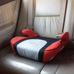 Booster Seat เบาะรองนั่งในรถยนต์สำหรับเด็ก สีแดง
