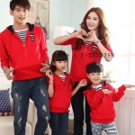 ชุดครอบครัว พ่อแม่ลูก เสื้อครอบครัวฮู๊ดแขนยาว แต่งลายขวาง สีแดง (ราคา 3 ตัว พ่อ แม่ ลูก) - pre order