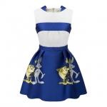 [Preorder] เดรสแฟชั่นแขนกุดสไตล์ยุโรป สกรีนลายการ์ตูน สีขาวน้ำเงิน (ไซส์ S M L) 2015 summer new spell color jacquard rabbit back zipper waist pleated A-line skirt sleeveless dress