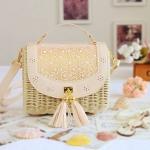 [Preorder] กระเป๋าสานสะพายข้างฉลุลายดอกไม้ สีชมพู 2016 new straw bag rural small fresh sweet Sen female college wind bag portable shoulder Messenger Bag