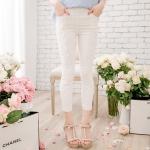 [Preorder] กางเกงขายาวแฟชั่นเข้ารูป ประดับลายปักดอกไม้เก๋ๆ แบรนด์ YOCO สีขาว Decorated with crocheted lace nine narrow pants