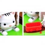 แมวสีขาว มีคลิปวีดีโอค่ะ Cat and Mouse Coin Bank Cat and Mouse Moving Money Box Piggy Bank ของเล่นส่งเสริมนิสัยการออม ขนาดสินค้า 13.9 x 12.4 x 13.9 cm. กระปุกออมสินแมวหนู