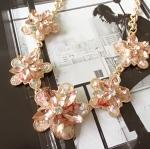 สร้อยคอแฟชั่น ดอกไม้หินสีชมพู