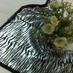 ผ้าพันคอ ผ้าคาดผมเนื้อไหมญี่ปุ่น : ลายกราฟฟิคสีขาวดำ