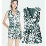 [Preorder] จั๊มสูทแฟชั่นแขนกุดคอวี ลายดอกไม้ สีเขียว (ไซส์ S M L) 2014 summer women new Leopard sleeveless V-neck piece pants jumpsuit shorts female casual fashion
