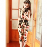 [Preorder] จั๊มสูทแฟชั่นขาสามส่วนลายดอกไม้เก๋ๆ สีดำ 2013 spring new seventh of harem pants small floral Europe and the United States piece pants jumpsuit pants coveralls