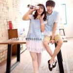 เสื้อคู่รัก ชุดคู่รัก แฟชั่นเกาหลี ชายเสื้อเชิ๊ตแขนสั้น หญิงเดรสสั้นลูกไม้สีฟ้า ชายกระโปรงอัดพรีทย่น - pre order