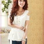 เสื้อแฟชั่นแขนสั้นเปิดไหล่สีขาว Qinfu Miki - strapless splicing chiffon strap T-shirt (Preorder)
