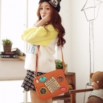 [Preorder] กระเป๋าสะพายข้างสไตล์ Retro ทรงสีเหลี่ยม สี Camel Beauty travel memories badge oblique bag woman bag Post