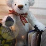 ตุ๊กตาหมีผ้าขนยุ่งสีขาวขนาด 20 cm. - Friday
