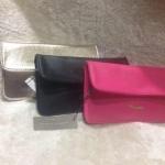 พร้อมส่งทั้ง 3 สีค่ะ Charles&Keith saffiano mini ramp clutch แบบสายสะพายยาว รุ่นใหม่ โลโก้โลหะนูนสีทอง