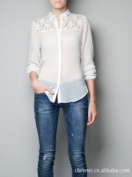 เสื้อแขนยาวแต่งลูกไม้สีขาวอ๊อฟ