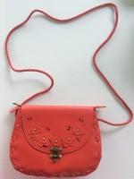 (พร้อมส่ง)กระเป๋าหนังนำเข้า แฟชั่นเกาหลี ลายฉลุ สีแดง