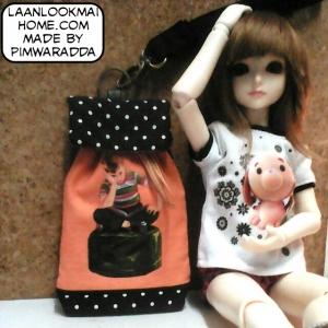 PMHM58.me4 : กระเป๋าผ้าด้านหลังเป็นผ้าหนัง คล้องแขน ขนาดใบ 10x16 cm มี4 ใบค่ะ