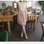 PRENAIR ชุดเดรสแขนกุดผ้าซีฟองสีครีมแต่งดอกไม้ด้านหน้า ตัดต่อกระโปรงด้วยผ้าซีฟองสีชมพูปูนเข้ม thumbnail 8