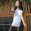 เสื้อแฟชั่นเกาหลีสกรีนลายด้านหน้าแต่งกระดุมแขนตุ๊กตาจับจีบไขว้กันน่ารักค่ะ thumbnail 5
