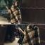 เสื้อโค้ทกันหนาวสไตล์สาวเกาหลี ทรงสามเหลี่ยม เก๋ๆ ลายสก็อต เนื้อผ้าไม่หนามากนะคะ thumbnail 2