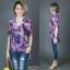 เสื้อชีฟองหางปลาคอวีทูนิคโอเวอร์ไซส์ พิมพ์ลายผีเสื้อกราฟฟิกสีสันสดใส thumbnail 2