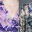 เสื้อชีฟองหางปลาคอวีทูนิคโอเวอร์ไซส์ พิมพ์ลายผีเสื้อกราฟฟิกสีสันสดใส thumbnail 4