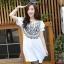 เสื้อแฟชั่นเกาหลีสกรีนลายด้านหน้าแต่งกระดุมแขนตุ๊กตาจับจีบไขว้กันน่ารักค่ะ thumbnail 6